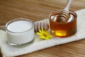Hausmittel gegen Pickel - Honig und Milch