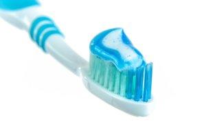 Zahnpasta gegen Pickel