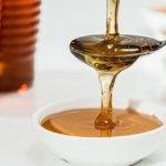 Honigmaske gegen Pickel